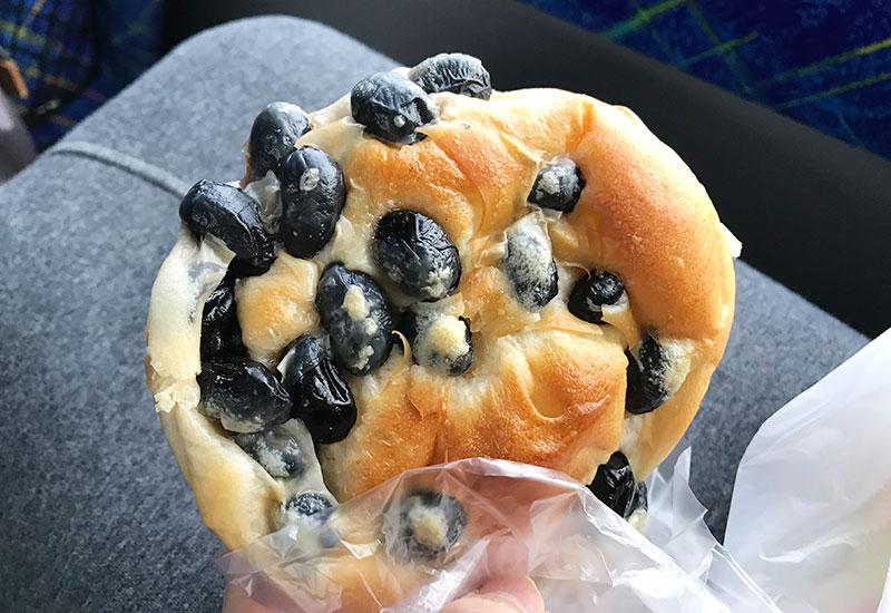 西紀SA 名物 黒豆パン