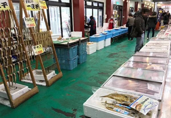 浜坂 渡辺水産 1階 海産物魚市場