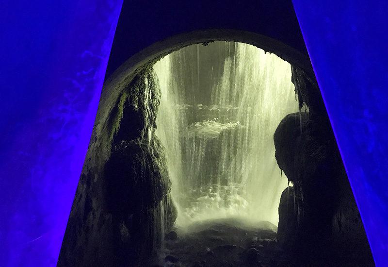 タルマかねこおり ライトアップ 親水公園 たるまの滝 滝の裏側