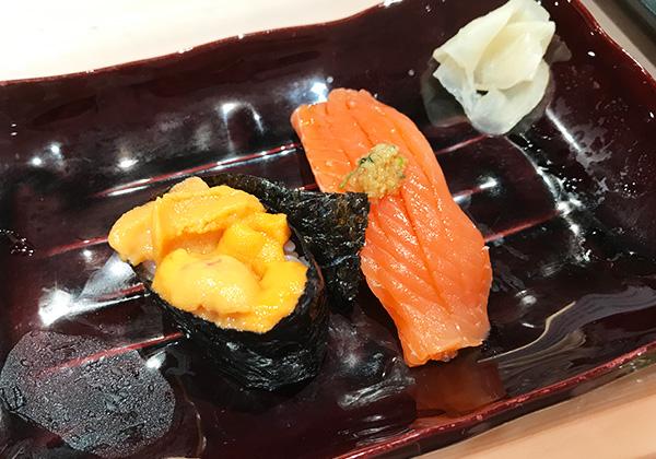 魚河岸 五十七番寿し 立ち食い寿司 バフンウニ サクラマス